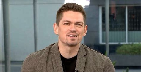 Steve Howey Biography – Facts, Childhood, Family Life