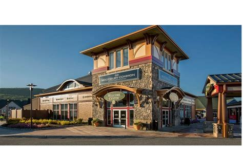 Woodbury Common Premium Outlets shopping from Manhattan