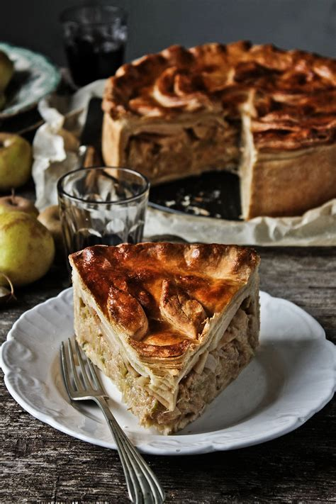 Rustic chicken sausage, cabbage and green apple pie recipe